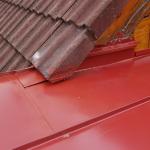 Detail střechy plechová krytina