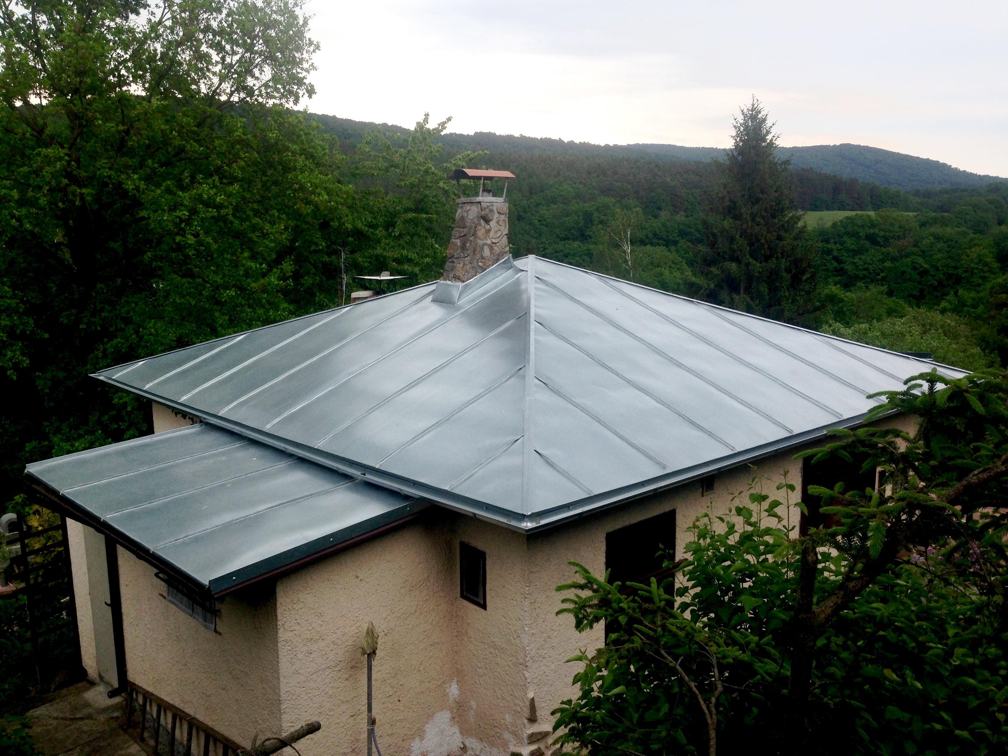 Krytina jehlan, plechová střecha chata